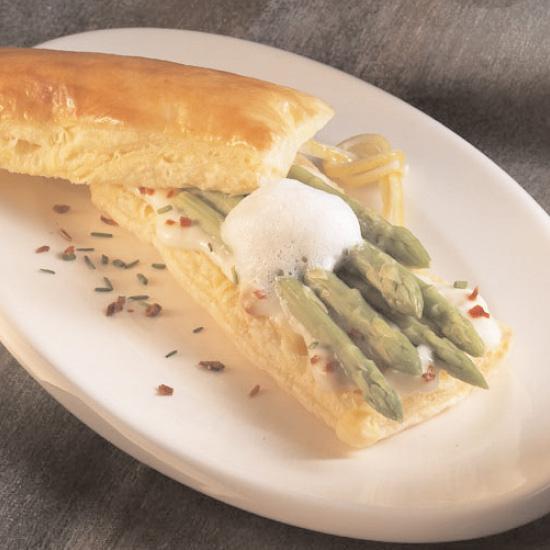 Feuilleté d'asperges à la crème et au Maroilles